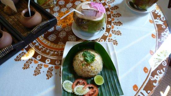 Ruenkanok Thai House : Fresh coconut water and lunch