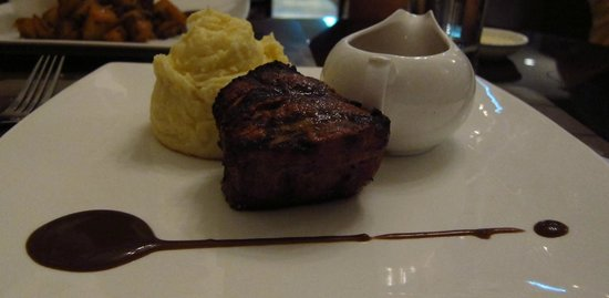 JP French Restaurant : Filet with wine Sauce