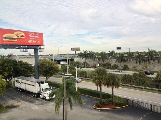 Holiday Inn Express Miami-Hialeah (Miami Lakes): Vista desde la habitacion