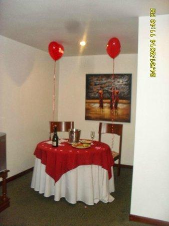 Decoraci n para cena rom ntica dentro de la suite for Decoracion de habitacion para una noche romantica