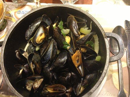 Léon de Bruxelles - Paris / St Germain : my mussels... yum