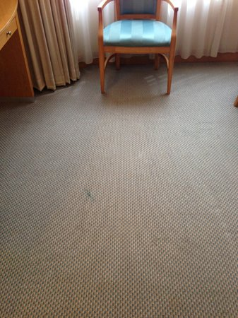 Melia Kuala Lumpur: Stained carpet and tired furniture