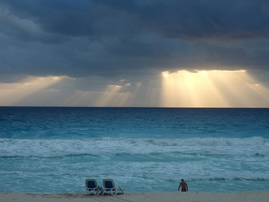 Golden Parnassus All Inclusive Resort & Spa Cancun: sunrise