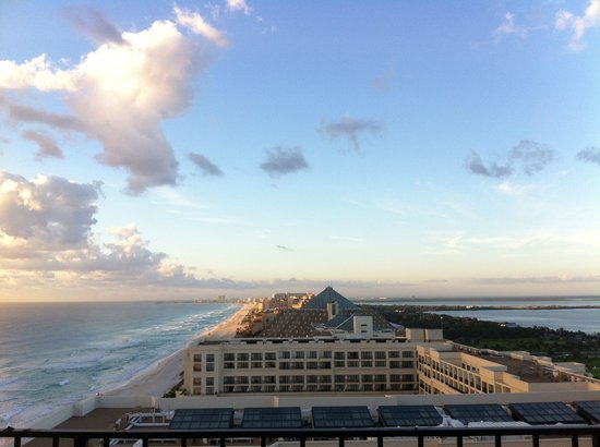 JW Marriott Cancun Resort and Spa: View from balcony.