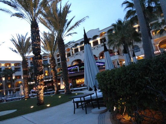 Hilton Los Cabos Beach & Golf Resort : Courtyard area