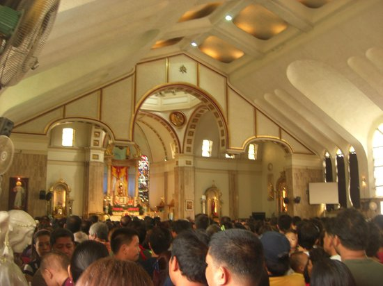 Quiapo Church: ミサ