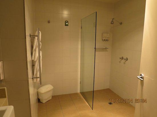 Best Western Plus Brooklands Of Mornington: Bathroom