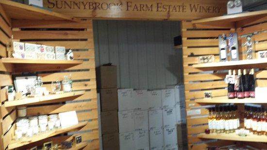 Sunnybrook Winery: Tasting Room