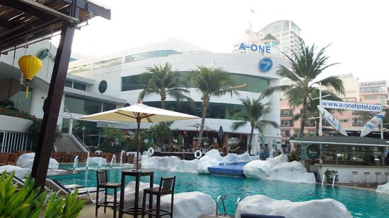 A-One The Royal Cruise Hotel: pool area