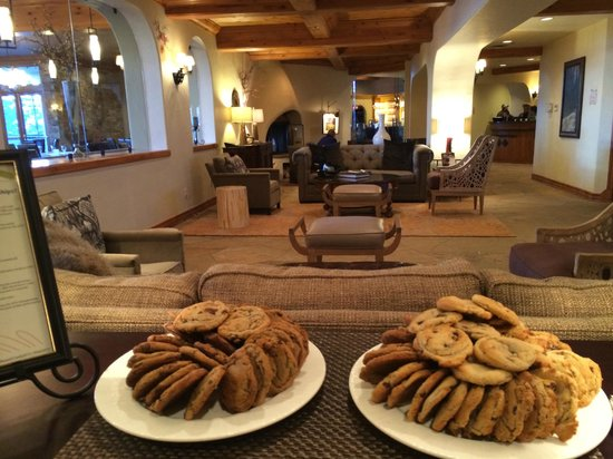 The Pines Lodge, A RockResort: Apres Ski Cookies in the Lobby