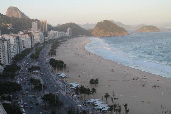 JW Marriott Hotel Rio de Janeiro : View of Copacabana Beach from rooftop at sunset