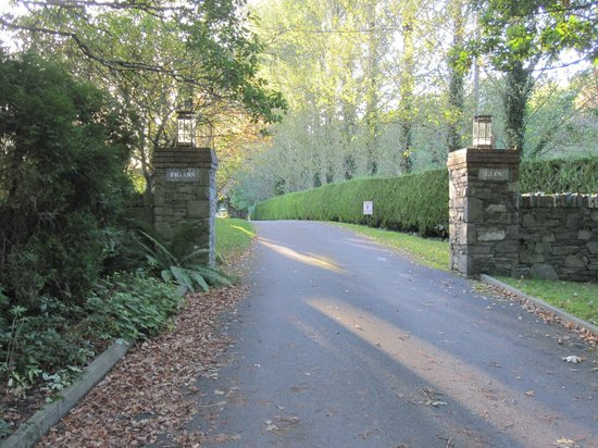 Friars Glen: driveway to house