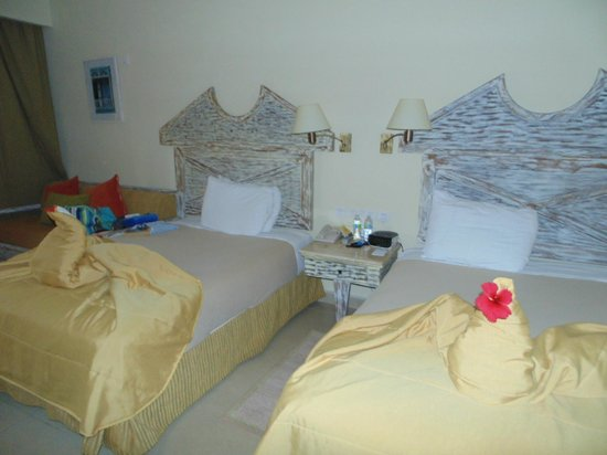 Iberostar Dominicana Hotel: Lovely bed spread decoration