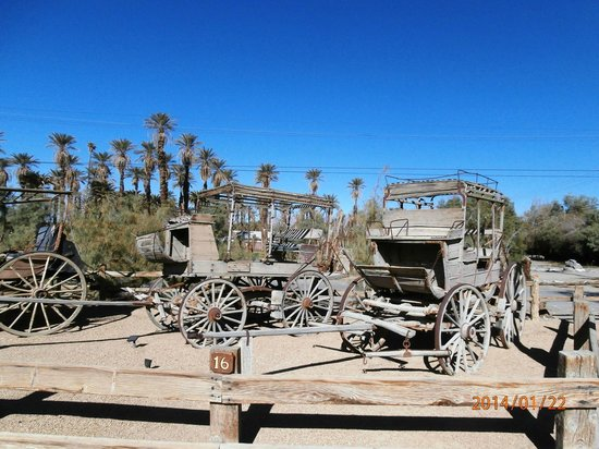 Stovepipe Wells Village: Old wagon display