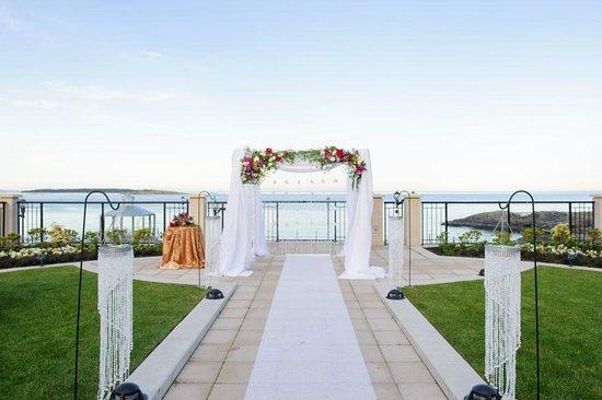 Oak Bay Beach Hotel: The perfect wedding locale