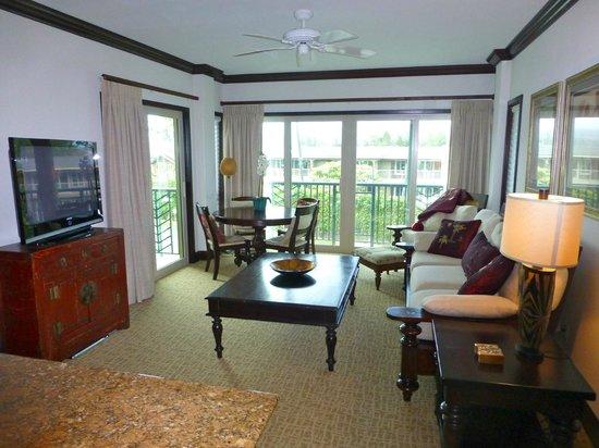 Waipouli Beach Resort: living room and lanai