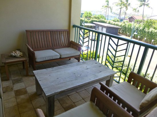 Waipouli Beach Resort : Lanai off master bedroom - great spot for lunch!