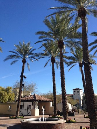 Well & Being Spa at Fairmont Scottsdale Princess: outdoor spa grounds