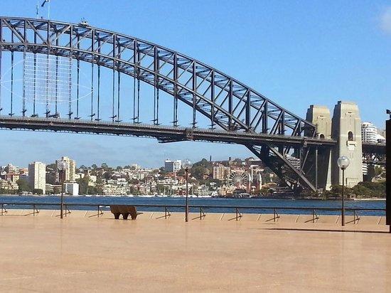 Weg vom Opernhaus zum Botanischen Garten: Harbour Bridge from the Opera House