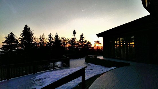 Point Lookout Resort: Sunset at the Summit