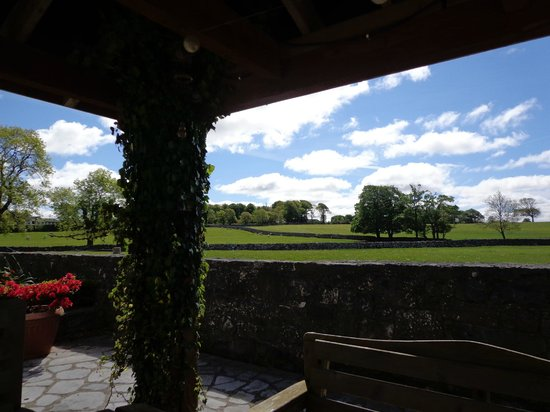 Cahergal Farmhouse: Covered Patio of B and B dinning room