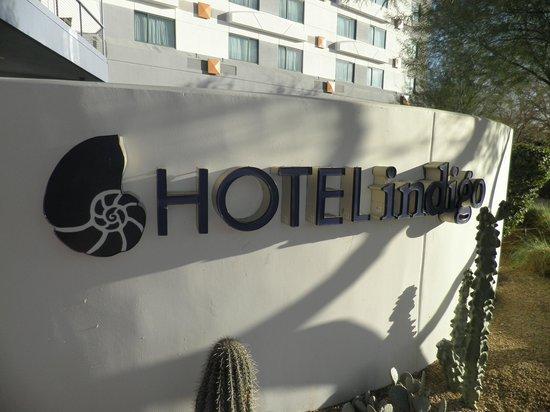 Hotel Indigo Scottsdale: Front sign