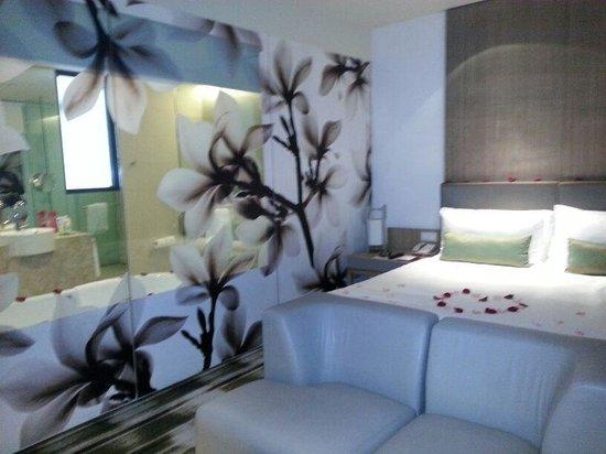 Crowne Plaza Changi Airport: Room