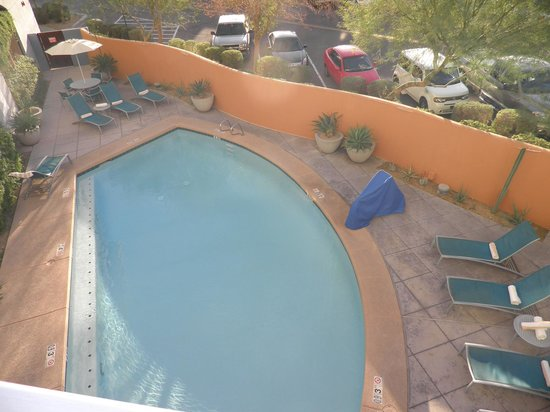 Hotel Indigo Scottsdale: View of pool from deck