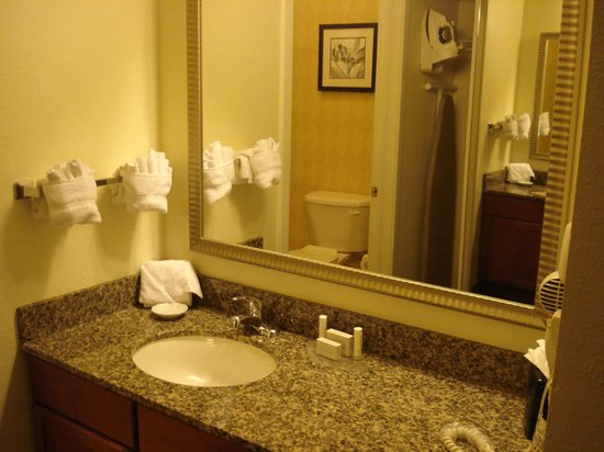 Residence Inn Denver Airport: RI Den Airport Room 106 vanity