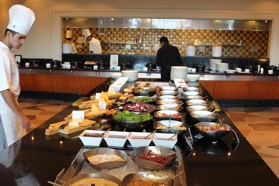 JW Marriott Mumbai Juhu: buffet b/fast at lotus rest