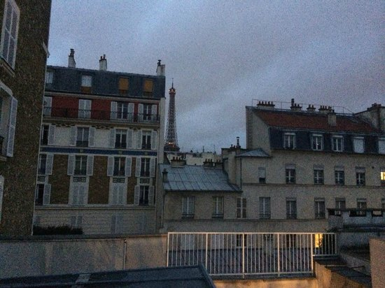 Hotel Jardins d'Eiffel : Early morning looking toward the Eiffel Tower from our balcony