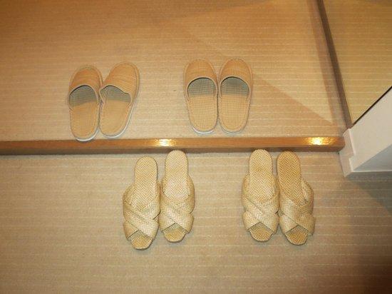 Island Hotel & Resort Nasu: スリッパは計3種類(客室・館内2種類とベランダ用)