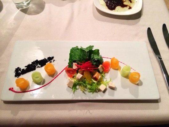 Hacienda Tres Rios : Tofu, vege and fruit salad
