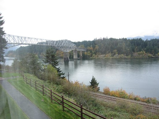 Best Western Plus Columbia River Inn : view from Room 103 looking SW