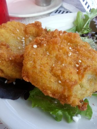 D'Licous Dining & Smokehouse Grill : The Best fried green tomatoes EVER