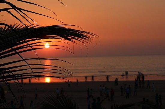 JW Marriott Mumbai Juhu: sunset at juhu beach