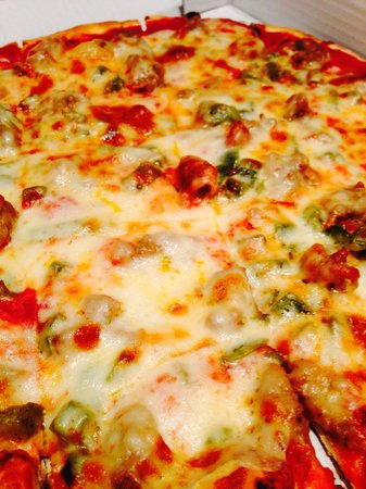 Stolfa's Pizza: Sausage and green pepper pizza.  Looks awesome....just average taste.