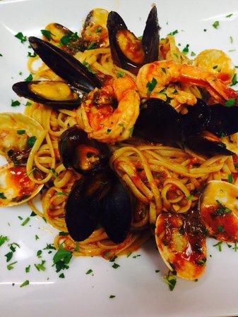 Alessandra's Italian Eatery: Linguine Pescatore