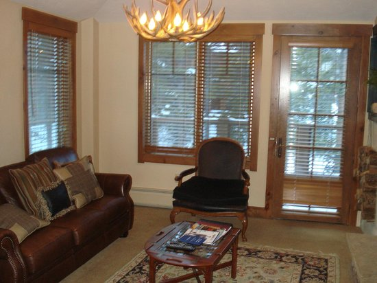 Mountain Thunder Lodge: Room 5301 Living Area