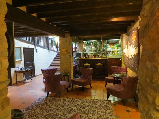 Best Western Le Donjon Les Remparts: Downstairs Hotel Bar