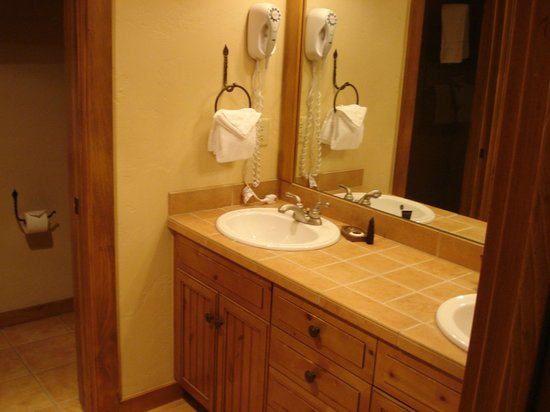 Mountain Thunder Lodge: Room 5301 Master bath