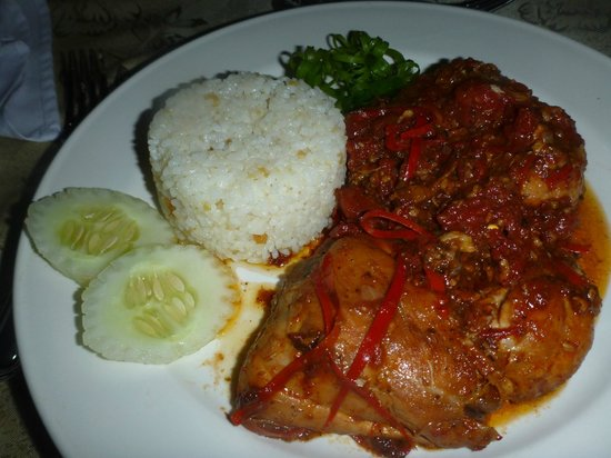 Padre Burgos Castle Resort Restaurant : Chicken Dish