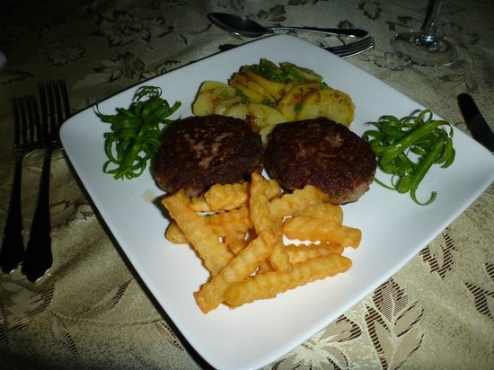 Padre Burgos Castle Resort Restaurant : Rissoles & Chips