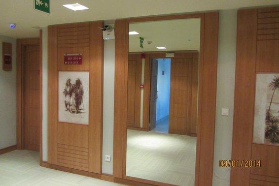 Hotel TIBA : Коридор.