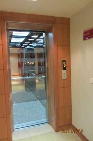 Hotel TIBA : Лифт.
