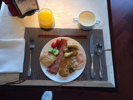 Hilton Zhongshan Downtown: Great buffet