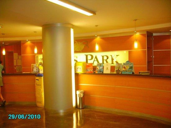 GHT Oasis Park & SPA: Ресепшен отеля