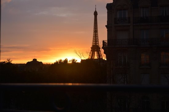 Hotel Duquesne Eiffel : View from our window