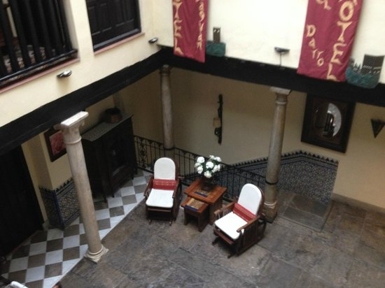 Hotel Zaguan del Darro : Looking into central courtyard from second floor