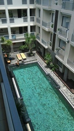 The Sunset Bali Hotel: View from 4th floor to the pool